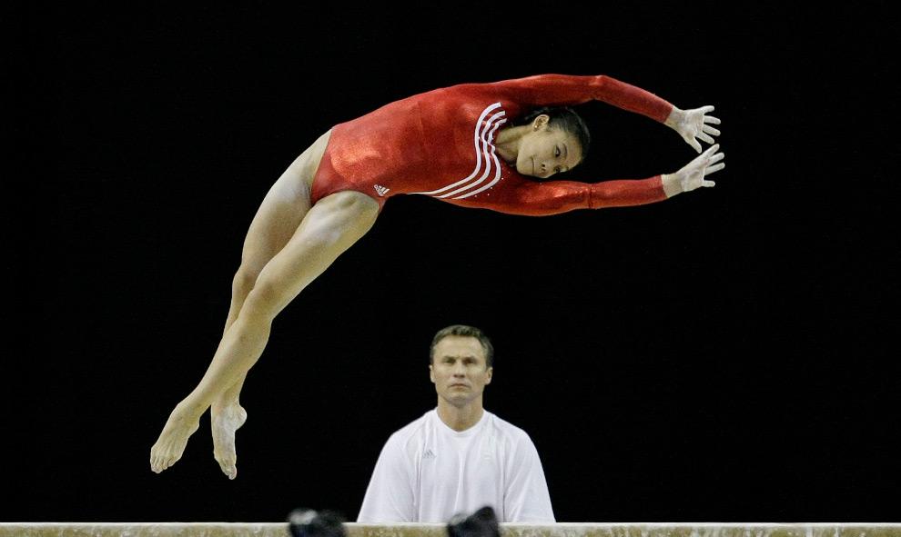 Photo : Ivana Hong avec son entraineur, Valeri Liukin)