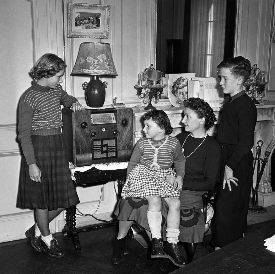 Les premi res utilisations de la radio tpe radio for Femme au foyer 1950